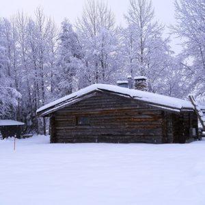 Saunamökki talvella