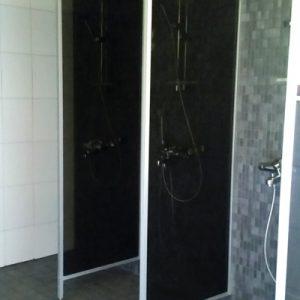 Saunassa on 3 suihkua