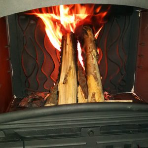 Sieripirtissä takkatuli lämmittää!