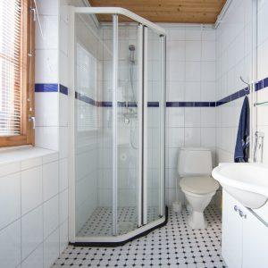 Päämökin kylpyhuone